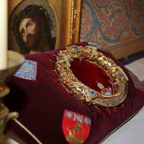 Παναγία των Παρισίων: Ο ιερέας που ρίσκαρε τη ζωή του και έσωσε το ΑκάνθινοΣτεφάνι