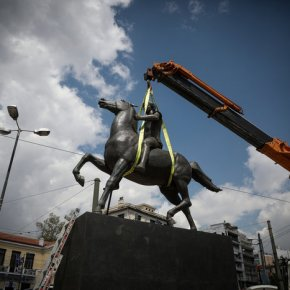 Τοποθετήθηκε το άγαλμα του Μεγάλου Αλεξάνδρου στο κέντρο τηςΑθήνας