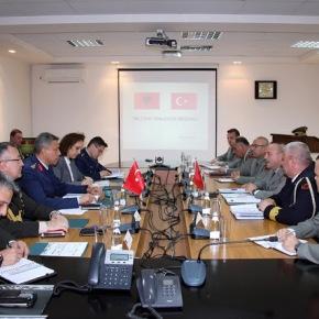 Τουρκική στρατιωτική αντιπροσωπεία σταΤίρανα