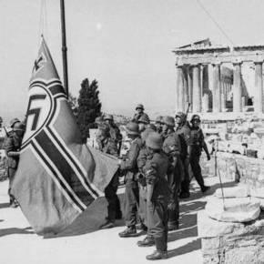 Σαν σήμερα το 1941 Γλέζος και Σάντας κατεβάζουν την γερμανική σημαία από τηνΑκρόπολη