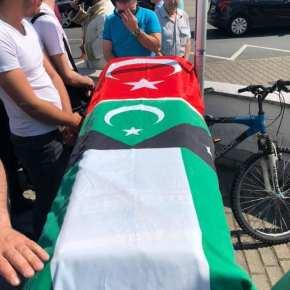 """Η σημαία της """"Ανεξάρτητης Δυτικής Θράκης"""" πάνω στο φέρετρο Έλληναμουσουλμάνου…"""