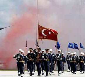 BBC: «Σε τροχιά εξόδου από το ΝΑΤΟ η Τουρκία λόγω των S-400» – Η Ελλάδα «στη μέση τουκυκλώνα»
