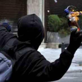 ΕΚΤΑΚΤΟ: Κουκουλοφόροι έκλεψαν κάλπη σταΕξάρχεια!