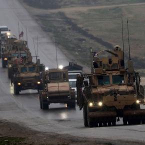 «Μιλάνε» τα όπλα στη Συρία: Οι ΗΠΑ παραδίδουν «βαρύ» εξοπλισμό στους Κούρδους – Ρώσοι & Σύριοι βομβαρδίζουν τουρκόφιλουςτζιχαντιστές