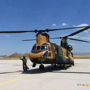 EKTAKTO: Ποιες κυρώσεις; – Οι ΗΠΑ παρέδωσαν τέσσερα ελικόπτερα CH-47F στην Τουρκία –Εικόνες