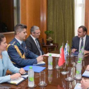 ΥΕΘΑ: Tετ-α-τετ Νίκου Παναγιωτόπουλου με τον Τούρκο πρέσβη[pics]