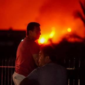 Φωτιά Εύβοια: Ολονύχτια μάχη με τις φλόγες – Συνεχείς αναζωπυρώσεις – Στα 11.5 χλμ το πύρινομέτωπο