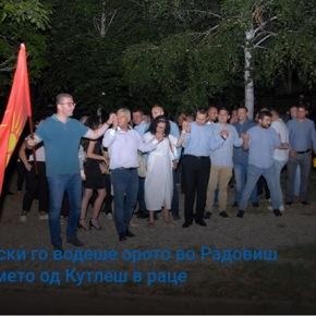 Σκόπια: Με τη σημαία του Ήλιου της Βεργίνας χορεύει ο αρχηγός τηςαντιπολίτευσης