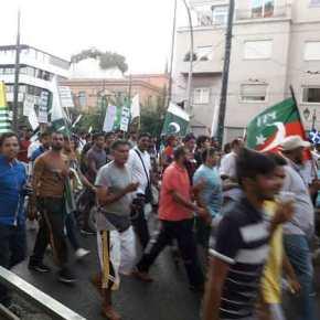 Εικόνες-σοκ: Μουσουλμανική «παρέλαση» στην Αθήνα – Σημαίες του Ισλάμ ανέμισαν στην πρωτεύουσα τηςΕλλάδας!