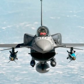 Η Τουρκία βομβαρδίζει κουρδικούς στόχους στην Συρία ανατολικά του Ευφράτη με μαχητικά &πυροβολικό