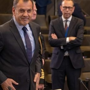 Τι συζητήθηκε στη συνάντηση Παναγιωτόπουλου- Ακάρ στις Βρυξέλλες  .Ο κ. Παναγιωτόπουλος σύμφωνα με πληροφορίες του έθεσε το ζήτημα της τουρκικήςπαραβατικότητας στο Αιγαίο.