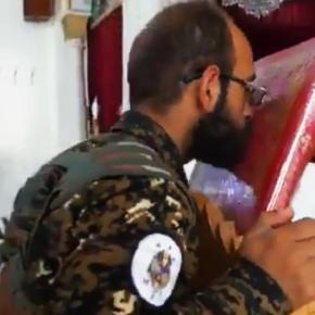 Συγκλονιστικό βίντεο: Μαχητές του SDF κάνουν το σταυρό τους πριν τις μάχες με τουςΤούρκους