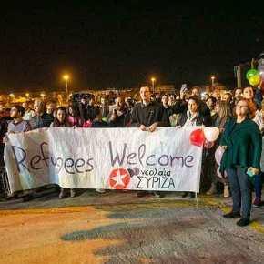 ΜΗΠΩΣ ΥΠΟΨΙΑΖΕΣΤΕ γιατί ο ΣΥΡΙΖΑ υποδέχεται με ανοιχτές αγκάλες και πανό στο Λιμάνι τους «μετανάστες»…;;;