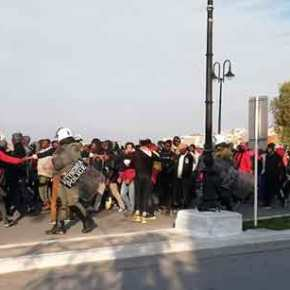 Η Σάμος τελεί υπό κατάληψη: Χιλιάδες αλλοδαποί διαδηλώνουν για τα «δικαιώματά» τους (φωτό,βίντεο)