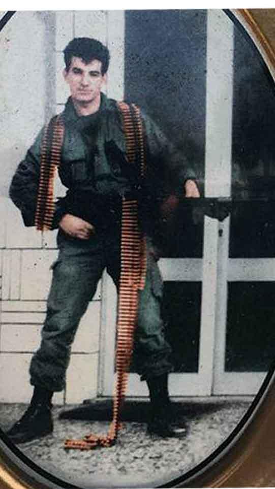 Ελλην Ελληνολάτρης: Σαν σήμερα το 1986 ο Έλληνας στρατιώτης Ζήσης ...