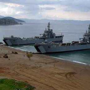 Στέλνουν αρματαγωγά του Πολεμικού Ναυτικού στη Σάμο για να… φιλοξενήσουν«πρόσφυγες»