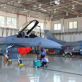 Στην ΕΑΒ το πρώτο F-16 Adv. που θα αναβαθμιστεί στο επίπεδο block70