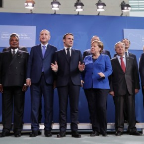 Διάσκεψη Βερολίνου για τη Λιβύη: Φωτογραφίες, χαμόγελα και όργιο διαβουλεύσεων.