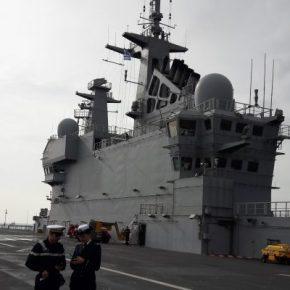 """Ελλάς – Γαλλία… ΣΥΜΜΑΧΙΑ: Το ελικοπτεροφόρο Dixmude στο λιμάνι """"κουβαλώντας""""μηνύματα…"""