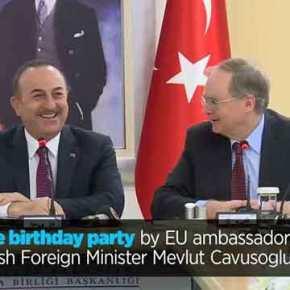 Ο Τσαβούσογλου απειλεί Ελλάδα-Κύπρο & οι Ευρωπαίοι πρεσβευτές του τραγουδούν το »HappyBirthday»!