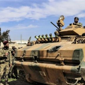 Τουλάχιστον 400 τουρκικά οχήματα περνούν τη συριακήμεθόριο