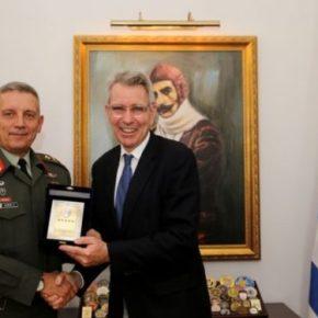 Ο Αρχηγός ΓΕΕΘΑ συναντήθηκε με τον Αμερικανό Πρέσβη[pic]