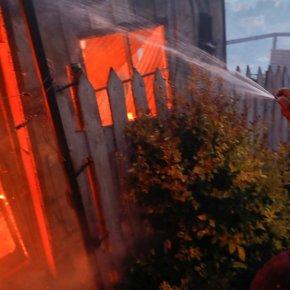 Νύχτα τρόμου στη Μόρια: Αλλοδαποί μπήκαν στο χωριό και καίνε σπίτια με ανθρώπους μέσα!(βίντεο)