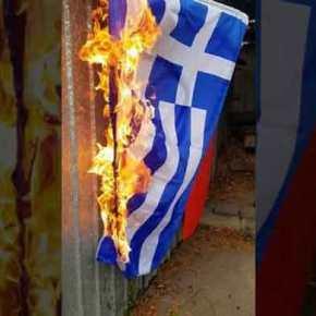 »Στάζουν» μίσος οι Τούρκοι: Καίνε ελληνικές σημαίες &πανηγυρίζουν!