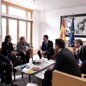 Μητσοτάκης: Συνομιλίες με Μέρκελ, Μισέλ και Μακρόν για το προσφυγικό.Τους ενημέρωσε για τις ενέργειες στις οποίες έχει προχωρήσει η Ελλάδα για τη φύλαξη τωνσυνόρων