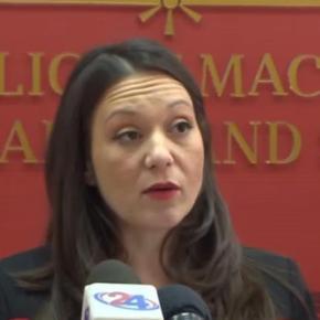 Η Βουλή των Σκοπίων απέπεμψε την υπουργό για την επίμαχηπινακίδα