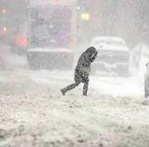 Κακοκαιρία: Χιονίζει στα βόρεια προάστια της Αθήνας – Κλειστή η Εθνική Οδός Αθηνών-Λαμίας για ταφορτηγά