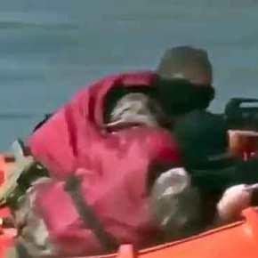 Τούρκοι κομάντος προσπαθούν να τρομάξουν τη Frontex στον Έβρο και μας …διασκεδάζουν!Βίντεο