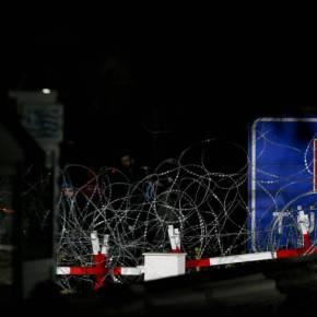 Δύσκολη νύχτα στον Έβρο: Οι Τούρκοι δίνουν πολεμοφόδια στους μετανάστες – Ετοιμάζουν νέο«ντου»
