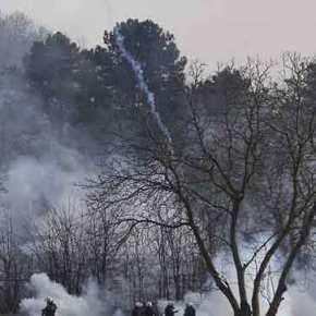 Οι βρώμικες τακτικές της τουρκικής αστυνομίας για να πέσει ο φράκτης στονΈβρο