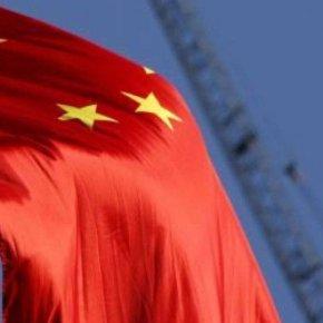 Ιταλική οργή: Κατεβάζουν τις σημαίες της ΕΕ και ανεβάζουν τις σημαίες της Κίνας και τηςΡωσίας!