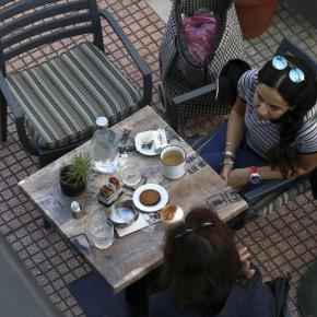 Κορωνοϊός : Κλείνουν εμπορικά κέντρα, εστιατόρια, καφετέριες, κομωτήρια και μπαρ (ΛΙΣΤΑ).