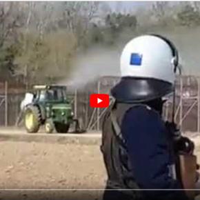 Αγρότης στον Έβρο ψεκάζει με το τρακτέρ τους λαθρομετανάστες!