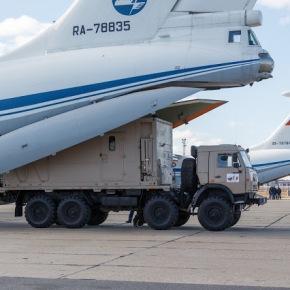 Εννέα ρωσικά αεροσκάφη έφθασαν στην Ιταλία για τονκορωνοϊό