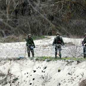 'Πάγωσαν» οι Τούρκοι: Οι ΕΔ τοποθετούν συρματοπλέγματα στον ποταμό Έβρο – Η μπάντα του ΕΣ παιανίζει το Μακεδονία Ξακουστή» στιςΚαστανιές