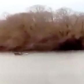 Βίντεο από τον Έβρο: Ελληνικά πυρά σε βάρκα που προσπάθησε να περάσει παράνομα – Καλήαπόλαυση!