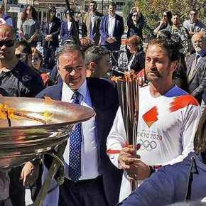 """Λαμπαδηδρομία: Φώναξε """"This is Sparta"""" ο Μπάτλερ στη Σπάρτη(videos)"""
