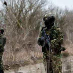 Έβρος: Ο Στρατός συλλαμβάνει λαθραίους μετανάστες μπροστά στην κάμερα του ΑΡ και τουRT