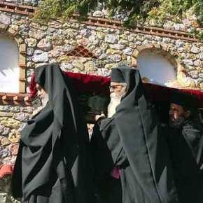 H ταφή του Μακαριστού Μητροπολίτου πρώην Πειραιώς κυρού Καλλινίκου στην Ι. Μονή «Παναγία ηΧρυσοπηγή»