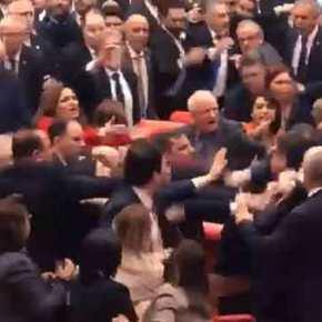 Οι… αγριάνθρωποι Τούρκοι – Ξυλοδαρμοί μέσα στηΒουλή!