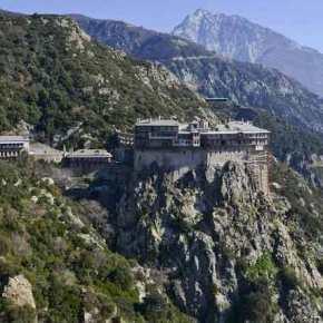 Η κακοκαιρία «σάρωσε» το Άγιο Όρος – Αίτημα να κηρυχθεί σε κατάσταση έκτακτηςανάγκης