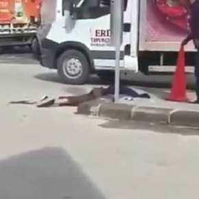 ΤΟΥΡΚΟΙ ΣΩΡΙΆΖΟΝΤΑΙ ΝΕΚΡΟΙ…!!! Γέμισαν οι δρόμοι με πτώματα..,.!!! ΣυγκλονιστικάΒΙΝΤΕΟ