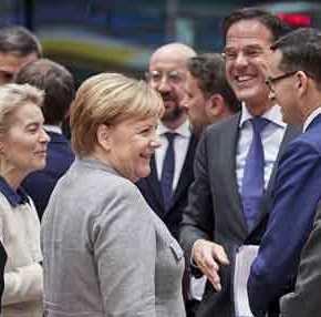 Το Βερολίνο κλείνει οριστικά την πόρτα στο ευρωομόλογο: «Όποιος θέλει να δανειστεί να μπει σεΜνημόνιο»!