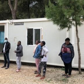 Η Αυστρία στέλνει στην Ελλάδα 181 κοντέινερ διαμονής και υγειονομικού εξοπλισμού για πρόσφυγες.