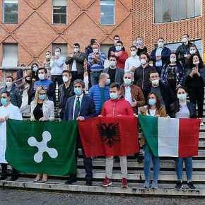 Ιταλία: Πρόστιμο σε ιατρική ομάδα από την Αλβανία επειδή έκανε αποχαιρετιστήριο πάρτι Πηγή: Himara.gr   Ειδήσεις απ' την ΒόρειοΉπειρο