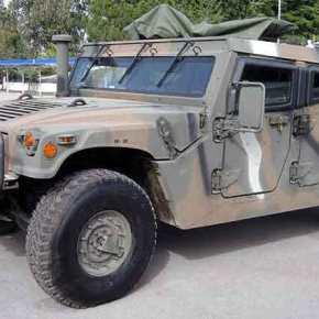 Το θηριώδες Hummer του Δ' Σώματος Στρατού που θωρακίζει τα σύνοράμας